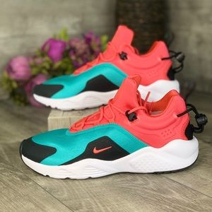 Nike Air Huarache City Move  Women's size 7.5